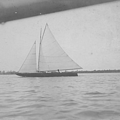 sailboat-on-lake-manawa_5334305026_o.jpg