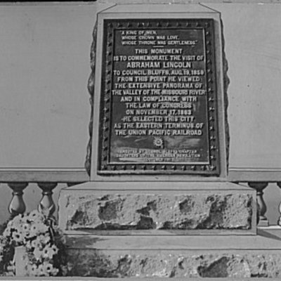 lincoln-memorial-plaque---council-bluffs-ia_4245969280_o.jpg