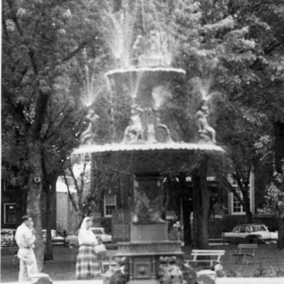 Bayliss_Park_Fountain_5_31_1959_07.jpg